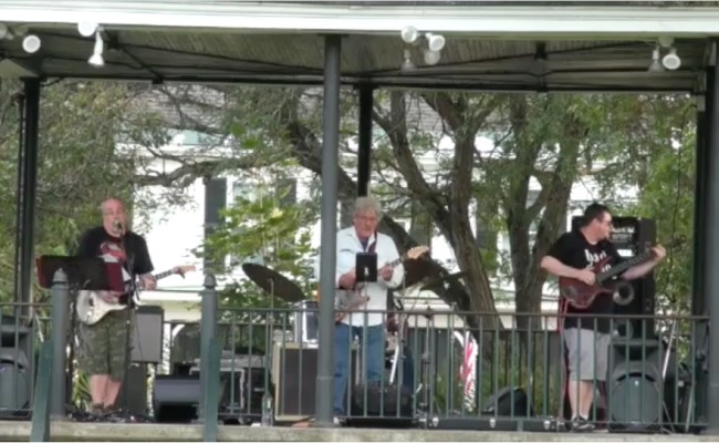 Concert on the Common: River Road Blues Band